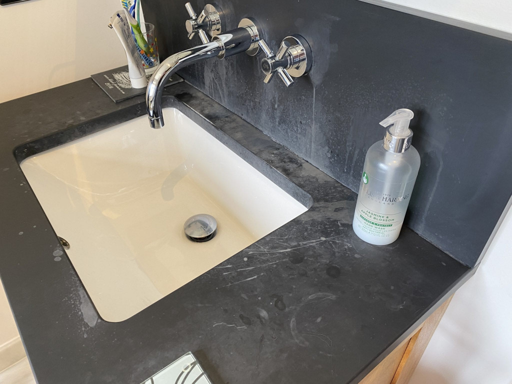 2a Removing limescale from slate basin