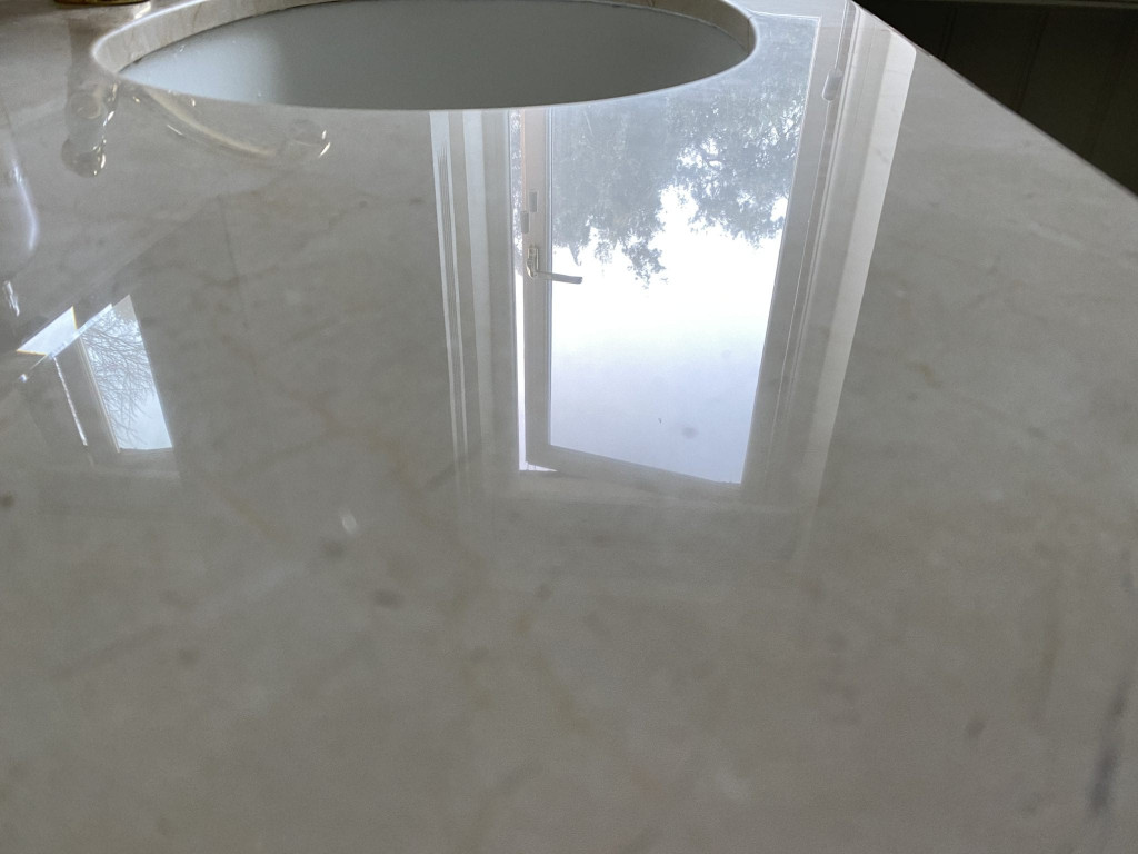 Marble basin polishing restoration - restored surface
